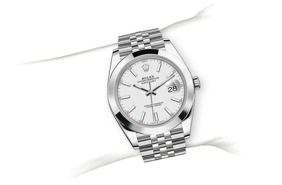 m126300 0006 modelpage on wrist landscape