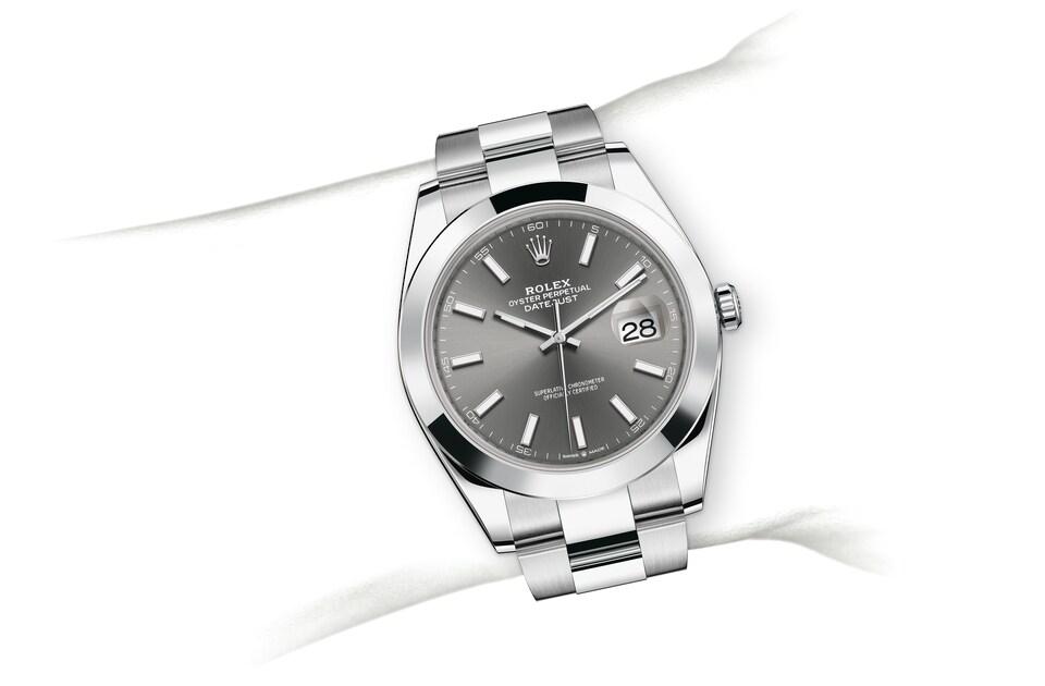 m126300 0007 modelpage on wrist landscape