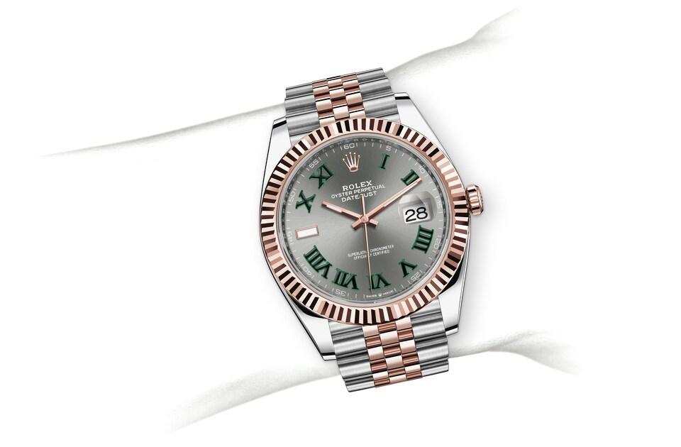 m126331 0016 modelpage on wrist landscape