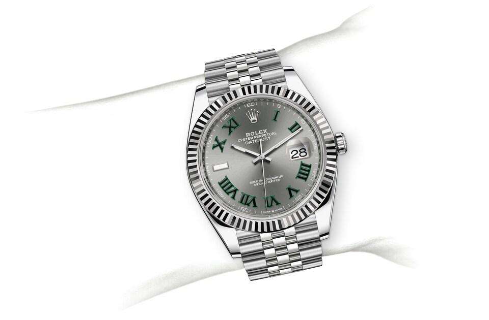 m126334 0022 modelpage on wrist landscape