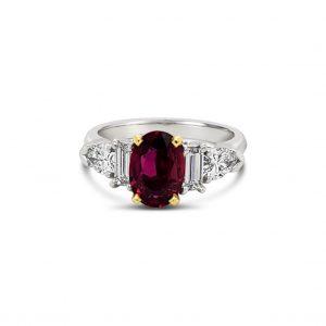 Anillo rubí y baguettes de diamantes - platino
