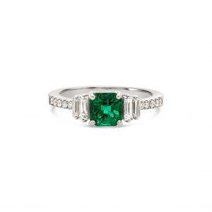 Anillo esmeralda central y diamantes - oro blanco
