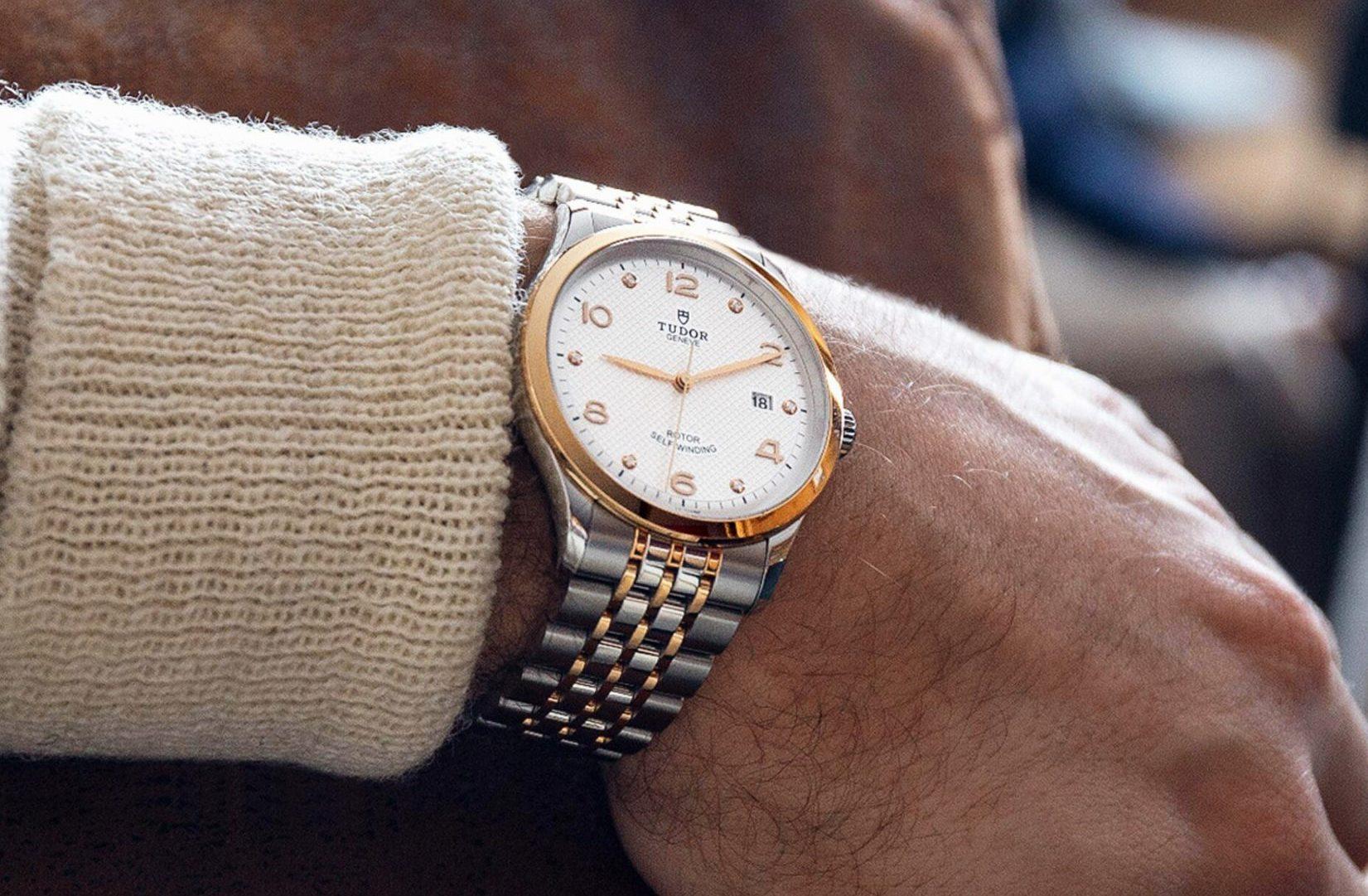 1926 watch on wrist desktop landscape rw
