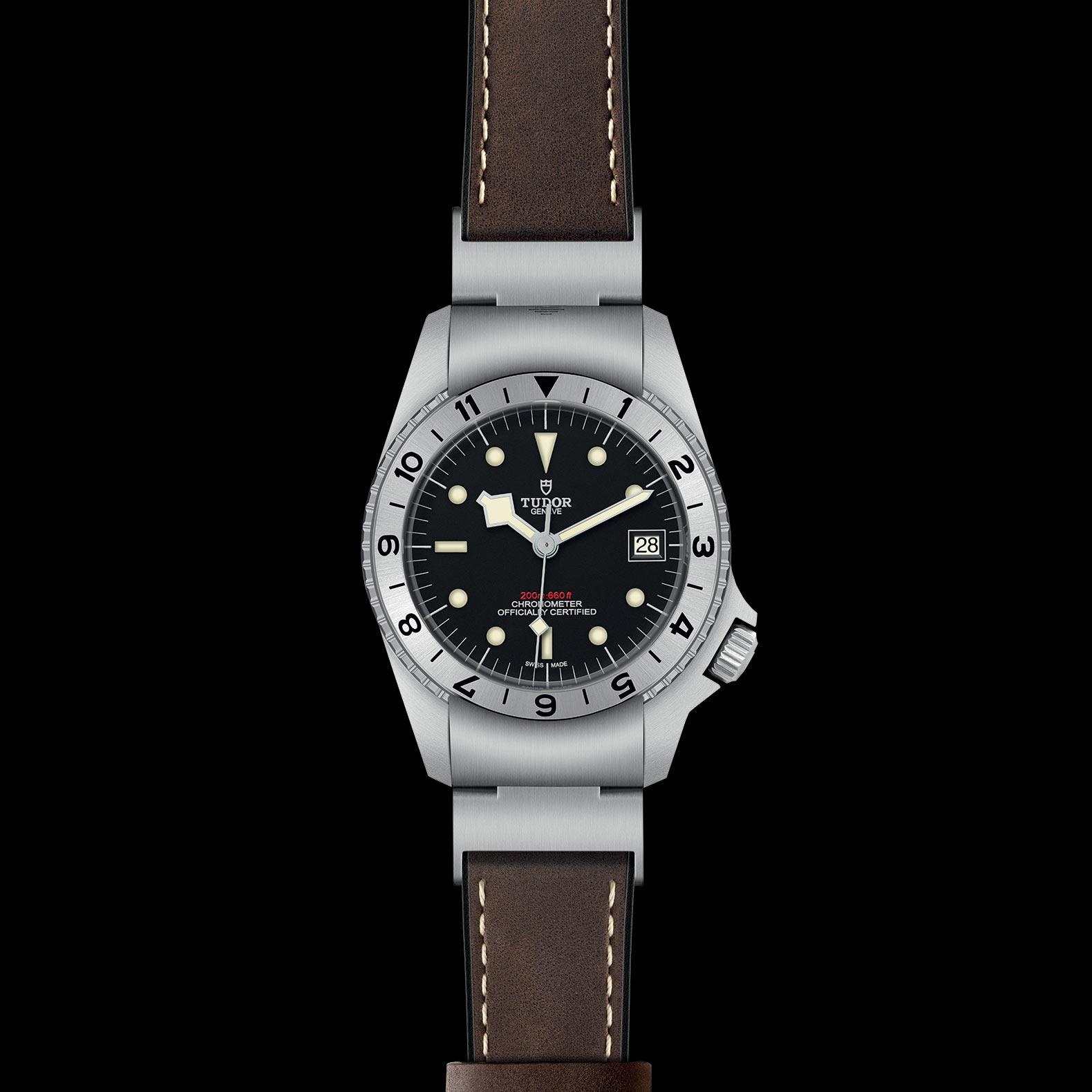Reloj Tudor Black Bay P01 Automático en acero con esfera color negro e indicador de fecha.
