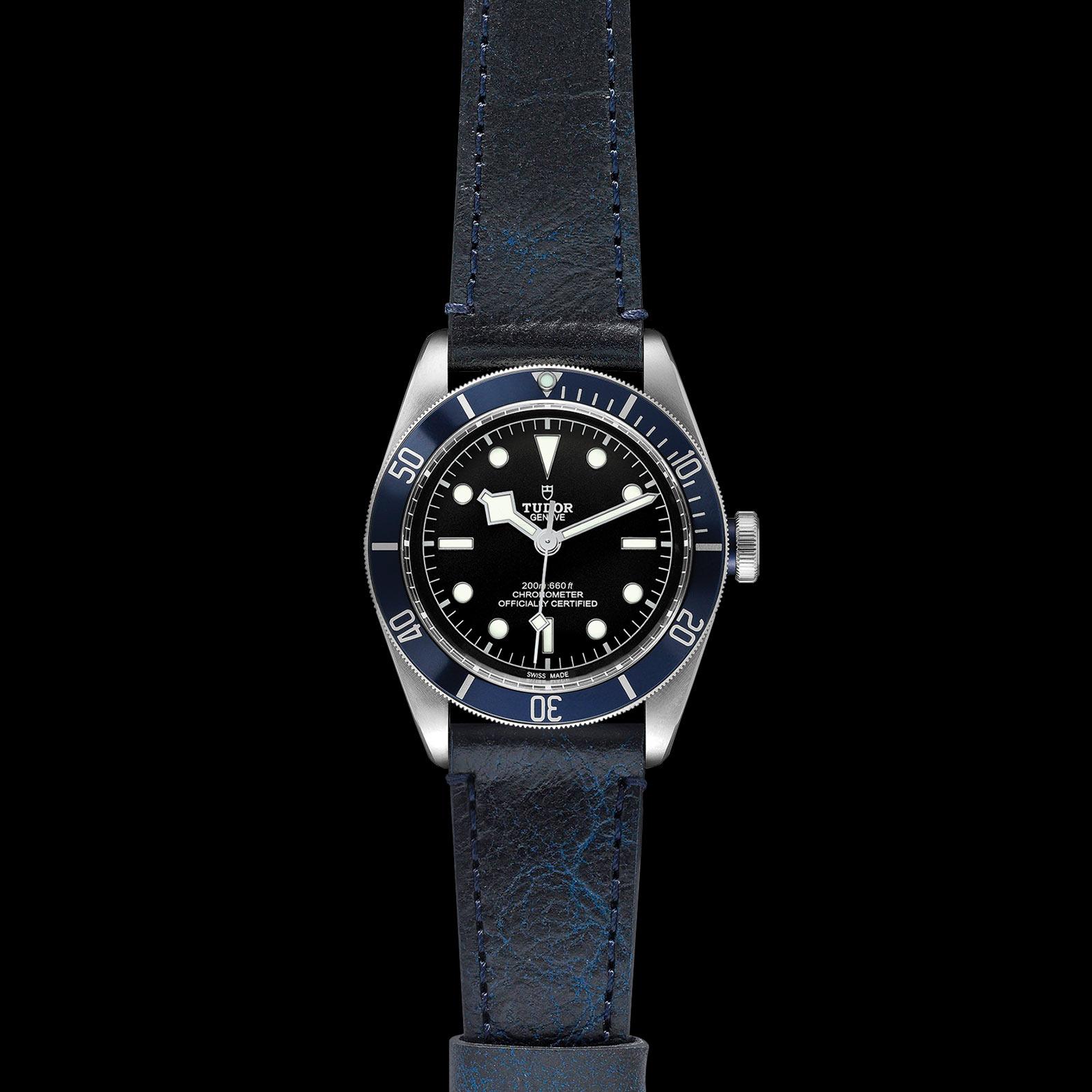 Reloj Tudor Black Bay Automático en acero con esfera color negro y bisel color azul.