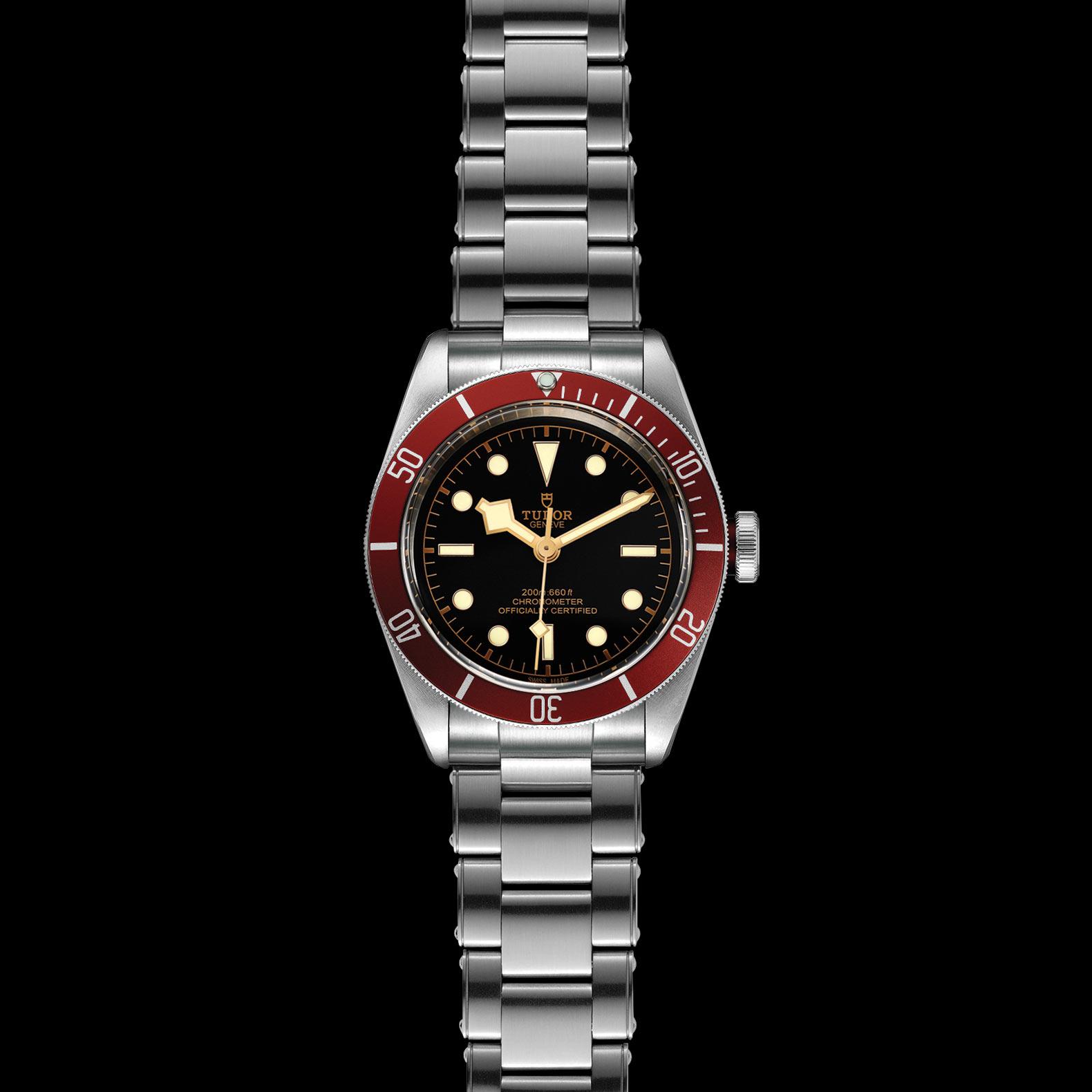 Reloj Tudor Black Bay Automático en acero con esfera color negro y bisel color rojo.