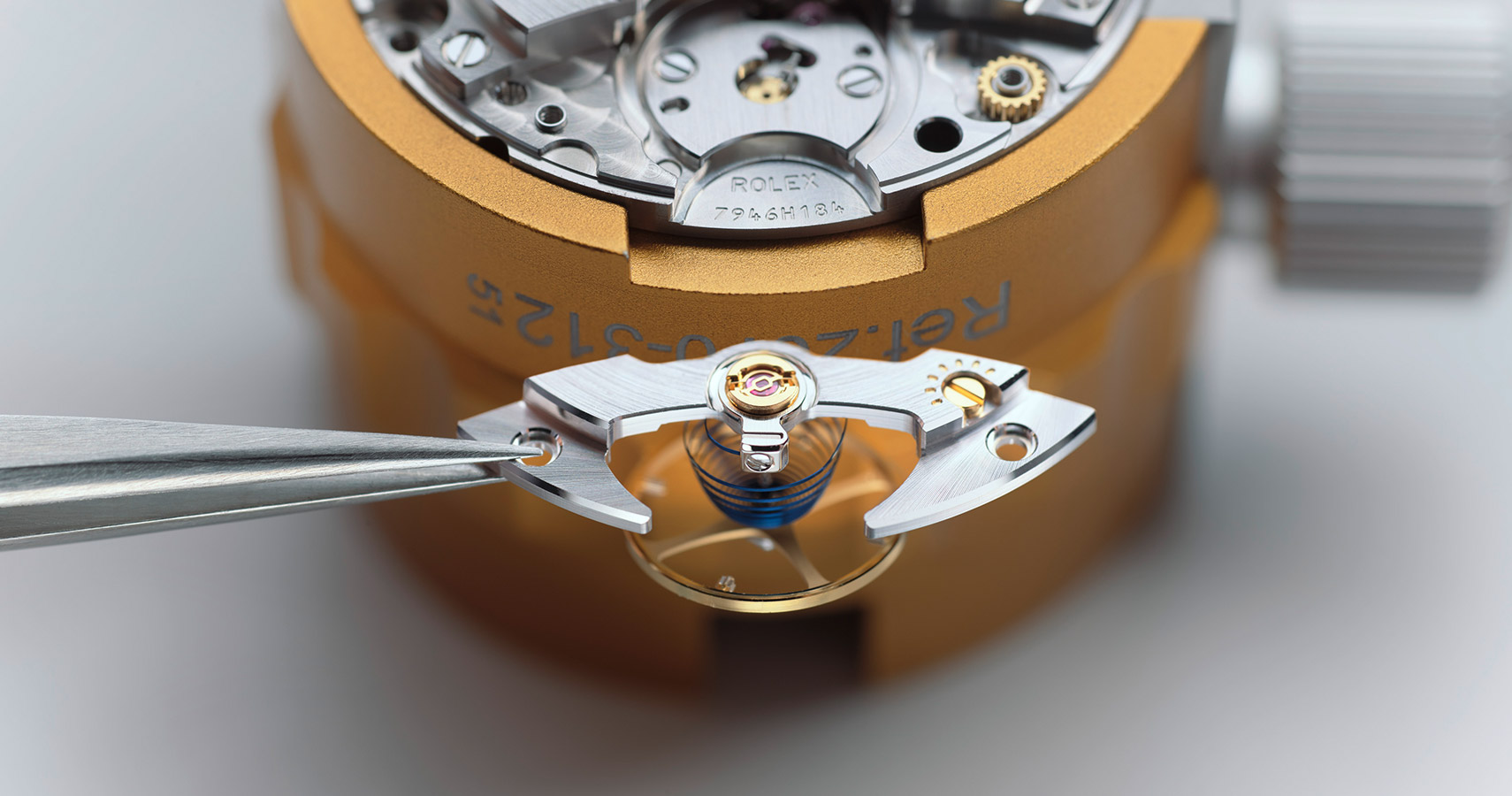 rolex servicing procedure assembly lubrication of the movement